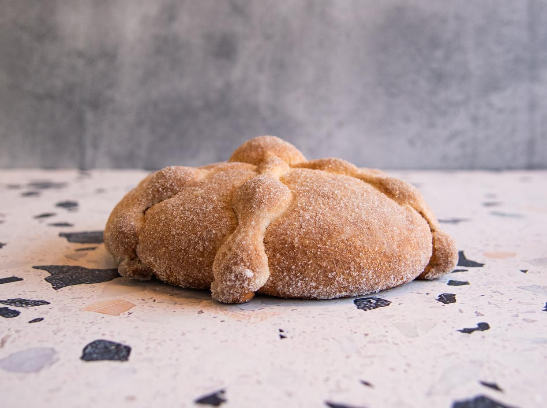 pan-de-muerto-tradicional-mediano-por-pasteleria-alcazar